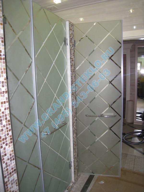 дверь из стекла для душевой кабины с пескоструйным рисунком
